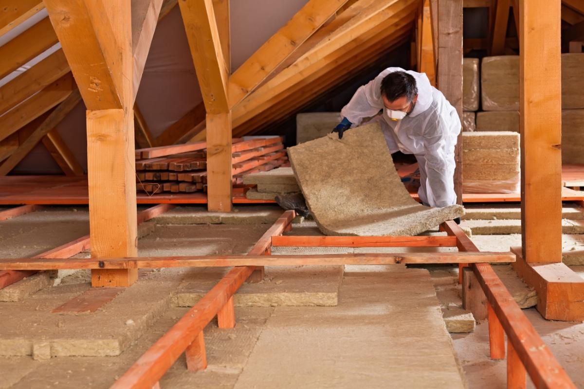 Plaatsen van isolatie bij daken in Hasselt
