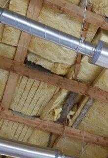 plafond isoleren tussen balken